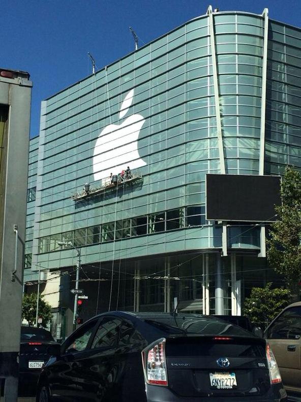 Decoração WWDC'14 está chegando do lado de fora